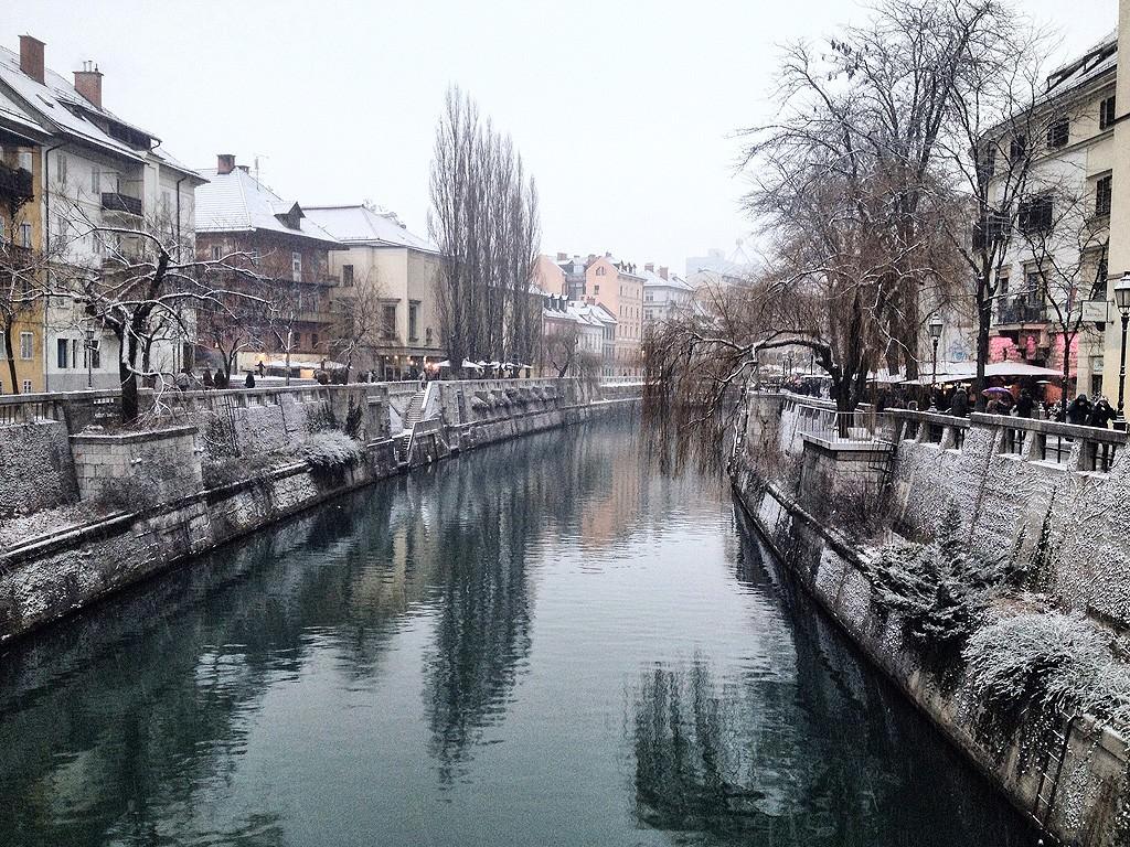 Ο ποταμός Sava και τα εστιατόρια