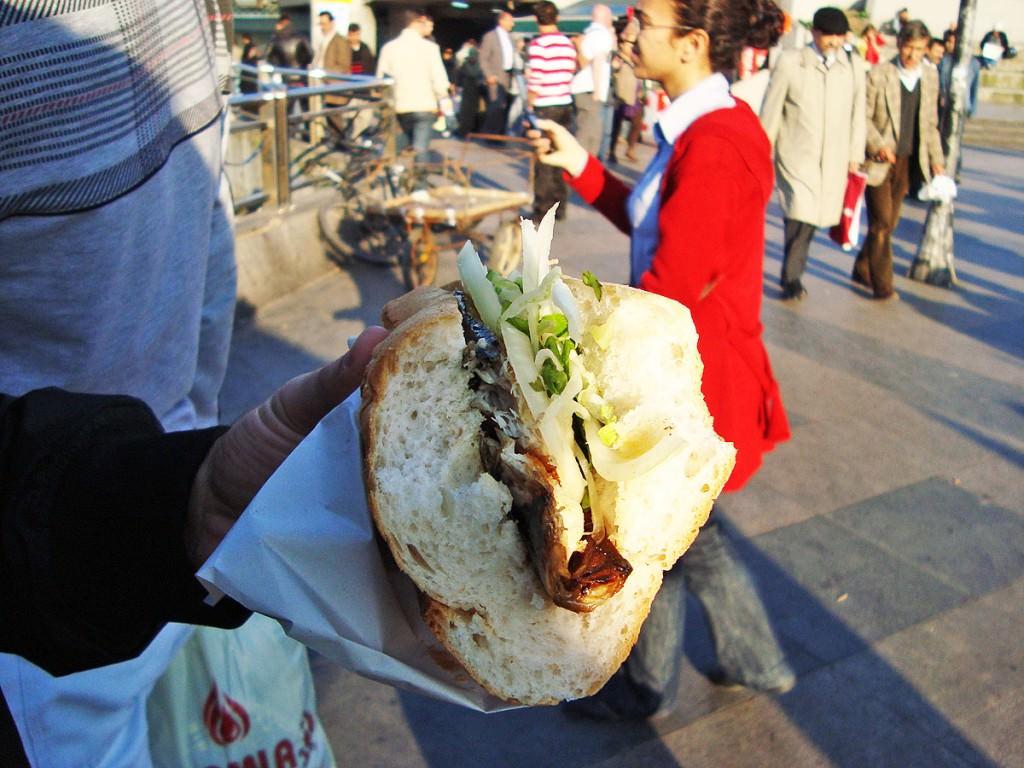 Street food με ψάρι στον Γαλατά