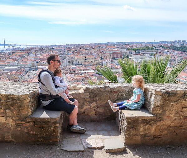Στη Λισαβόνα Με Νήπια